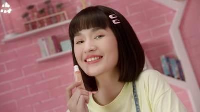 Sukses dengan Lipstik, Brand Lokal Emina Luncurkan Lip Cushion Terbaru