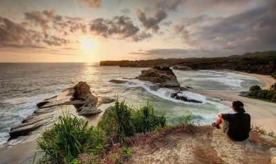Bingung Mau Liburan ke Mana? Yuk Wisata ke Pantai Klayar Pacitan!