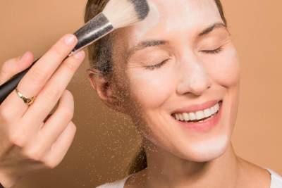 Punya Beragam Produk Makeup, Bedak Tabur Ultima Salah Satu yang Digemari