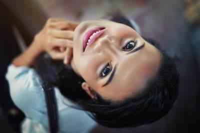 Bosan dengan Rambut Keriting? Ini 5 Cara Meluruskannya Tanpa Harus Rebonding