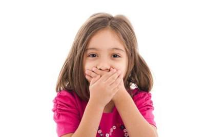 Moms Perlu Tahu, Ini Penyebab Bau Mulut Pada Anak dan Cara Menghilangkannya