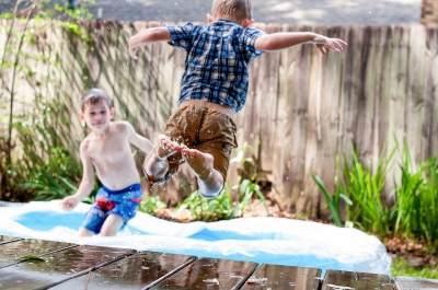 Rasakan Sensasi Bermain Air dengan Ragam Pilihan Kolam Renang Anak ini Moms!
