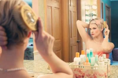 Cara Make Up Sederhana untuk Pemula yang Bisa Moms Coba di Rumah
