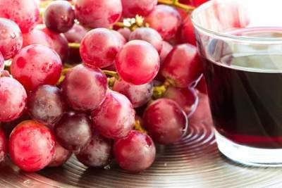 Ampuh Atasi Jerawat & Cegah Penuaan, Ini Tips Manfaatkan Anggur Merah untuk Kecantikan