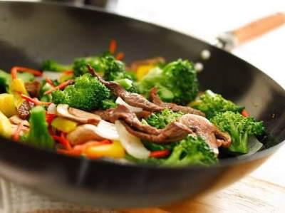 Saat Sedang Diet, Bolehkah Tetap Makan Malam?