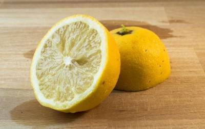 Benarkah Jeruk Nipis Dan Lemon Bisa Atasi Maag? Cari Tahu Yuk, Moms!