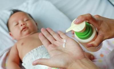 Lindungi Kulit Bayi dengan Lotion Anti Nyamuk, Cek Rekomendasinya Moms!