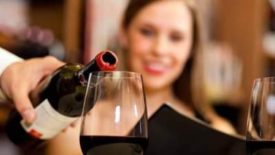 Waspada Bahaya Anggur Merah untuk Kecantikan & Tubuh, Bisa Bikin Kulit Kusam Loh, Moms!