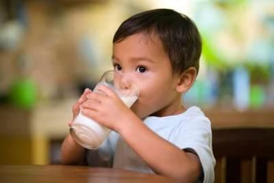 Awas Jangan Salah Beri Susu untuk Anak, Susu Kental Manis Bukan Susu Lho, Moms