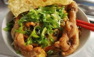 Mie ayam ceker Surabaya