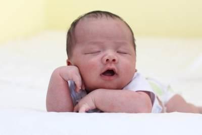 Moms, Ketahui Bahaya Anti Nyamuk Elektrik untuk Bayi dan Tips Aman Menggunakannya