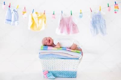 Jangan Sampai Salah, Ini 4 Cara Tepat Mencuci Pakaian Bayi yang Baru Lahir