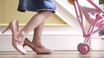 Si Kecil Tampil Kece dengan Sepatu Hak Tinggi? Ini Ragam Jenis dan Ukurannya