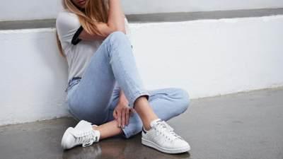 Bikin Penampilan Makin Menarik dengan Pilihan Sepatu Sneakers Terbaru Ini, Moms