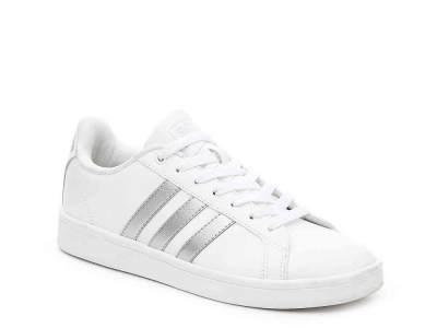 Sepatu Sneakers Adidas