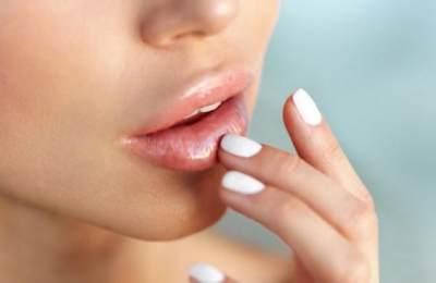 Menjaga Kelembaban Bibir