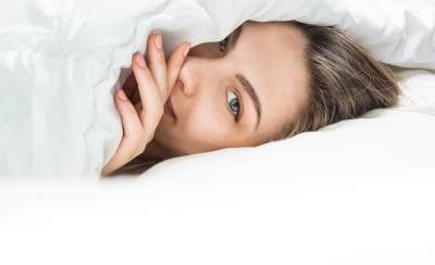 Lebih Baik Pakai Krim Malam atau Sleeping Mask? Cari Tahu Perbedaannya, Yuk!