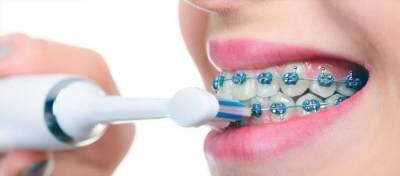 3. Gunakan Sikat Gigi dengan Bulu Lembut