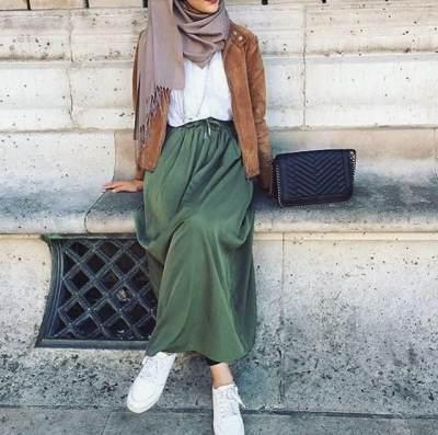 Tampil Menarik dengan Kombinasi Warna Hijau untuk Baju dan Jilbab, Intip Yuk Moms!