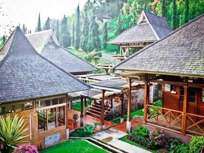 8. Saung Gawir Restaurant and Bungalow Ciwidey