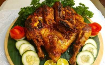 Lezat dan Gurih, Coba Buat Sendiri Ayam Goreng Kalasan dengan Resep Ini, Moms!