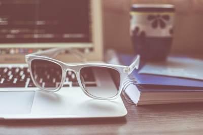 Kacamata Anti Radiasi, Cara Kerja dan Tips Melindungi Mata dari Radiasi Komputer