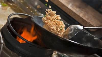 Bikin yang Beda Moms, Ini Tips Memasak Nasi Goreng Lezat Ala Restoran
