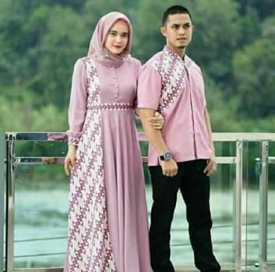 2. Gamis Batik Kombinasi Polos