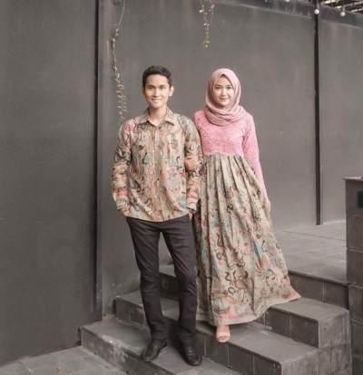 3. Gamis Batik Kombinasi Brokat