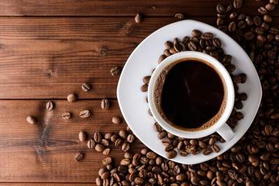 Antara Kopi, Teh, dan Cokelat, Mana yang Lebih Tinggi Kafeinnya Ya Moms?