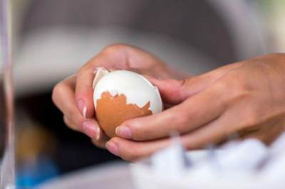 Tips Mengupas Telur Agar Tidak Rusak
