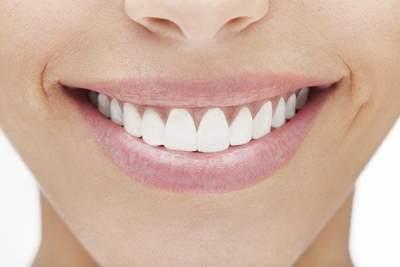 Soda Kue Bisa Memutihkan Gigi? Ketahui Dulu Manfaat dan Bahayanya, Moms