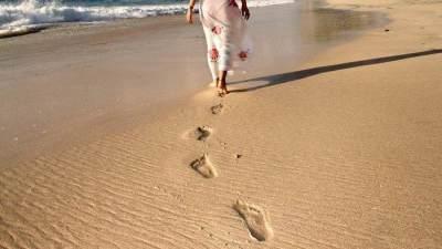 Berjalan Di Pasir