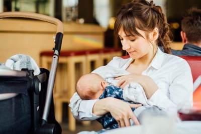 Bawa Si Kecil Mudik, Ini Tips Menyusui yang Harus Moms Ketahui