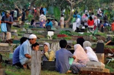 Jadi Budaya & Kebiasaan Sebelum Ramadhan, Ketahui Hukum Hingga Doa Ziarah Kubur Sesuai Sunnah