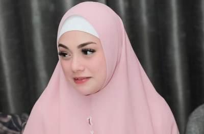Heboh Celine Evangelista Berhijab Hingga Dibully Netizen, Ini Tanggapan Ustadz Riza