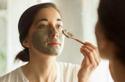3. Memakai Masker Charcoal Terlalu Tebal