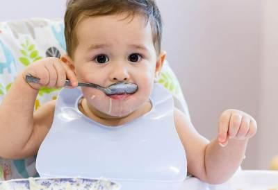 Waktu yang Tepat Memberikan Nasi Pada Bayi