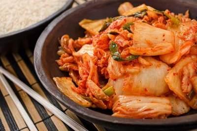 Mudah dan Praktis! Ini Cara Membuat Kimchi Khas Korea, Bikin Sendiri di Rumah Moms