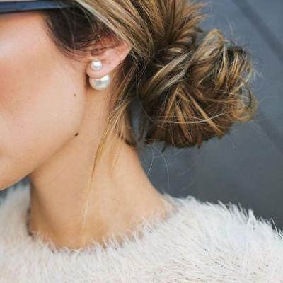 Tampil Beda Yuk Moms, Ini 3 Trik Mengeriting Rambut dengan Cara Alami