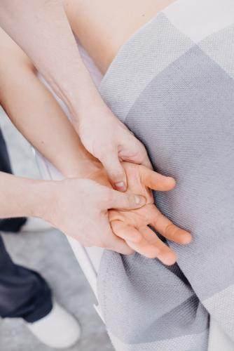 Penyebab Tangan Kanan Kesemutan