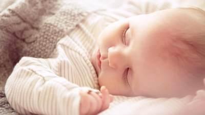 Melatih Bayi Tidur Sendiri, Ini Moms Cara Menidurkan Bayi Tanpa Digendong