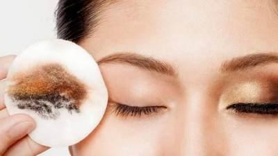 Tips Aman Memakai Makeup Waterproof Agar Wajah Tetap Sehat dan Tak Berjerawat