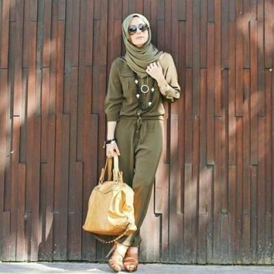 Tampil Keren Ala Selebgram, Ini 7 Inspirasi Padu Padan Jumpsuit untuk Hijabers