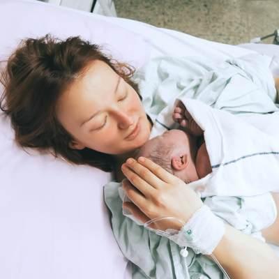 Pasca Melahirkan, Ini Suka Duka yang Akan Moms Alami Selama Masa Nifas