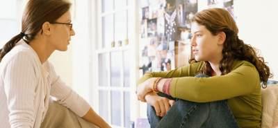 Curhat Masalah Rumah Tangga Dengan Teman? Ini Batasannya, Moms