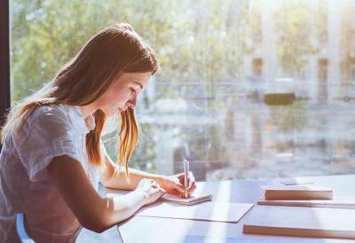 Mau Kuliah Lagi? Ini Tips untuk Moms yang Ingin Melanjutkan Pendidikan S2