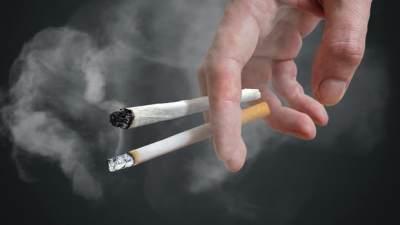 Langsung Merokok Saat Berbuka Puasa