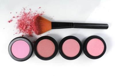 Tetap Cantik Saat Mudik, 7 Makeup Ini Wajib Ada Di Tas