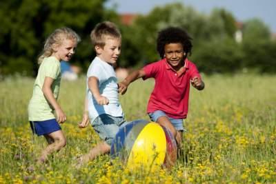 Jangan Larang Anak Bermain di Luar, Ini Manfaat Penting yang Bisa Didapatkannya